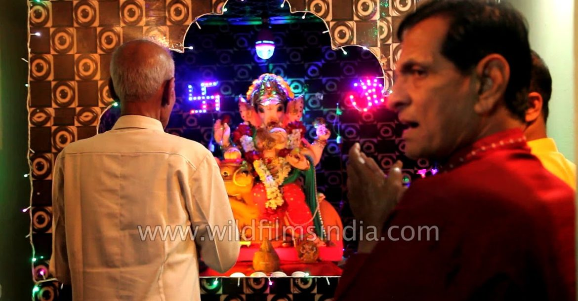 Hindu prayer to the Elephant god: Ganesh Chaturthi aarti