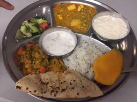 Indian Food at Hindu Temple | Indian Veg Thali - What I ate at the Langar