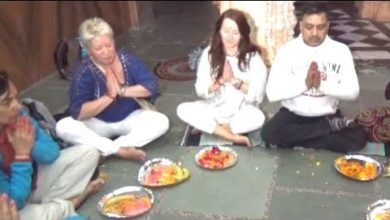 Foreigners offer prayers as per Hindu beliefs post lunar eclipse