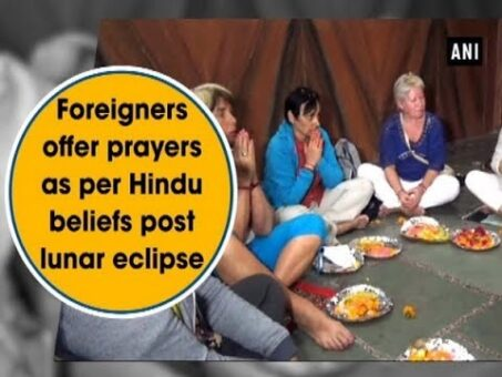 Foreigners offer prayers as per Hindu beliefs post lunar eclipse - Uttarakhand News
