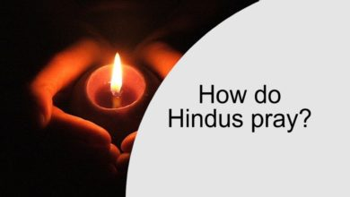 How do Hindus pray?