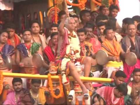 Devout Hindus take part in chariot procession in eastern India