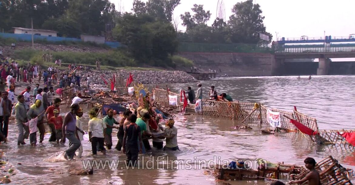 Religious practice? Incredible pollution in Indian rivers