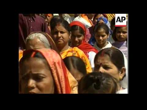 Hindus march in support of temple plans